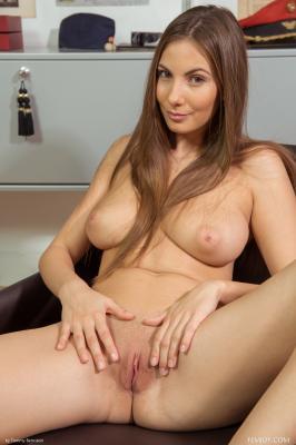 Josephine - I Love To Be Naked  u6rtto7a5w.jpg