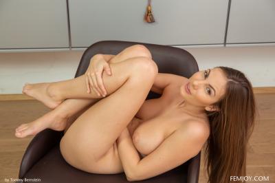 Josephine - I Love To Be Naked  b6rttphhbi.jpg