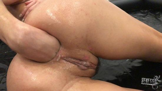 psychohenessy-17-10-02-anal-fisting-with-oil.jpg